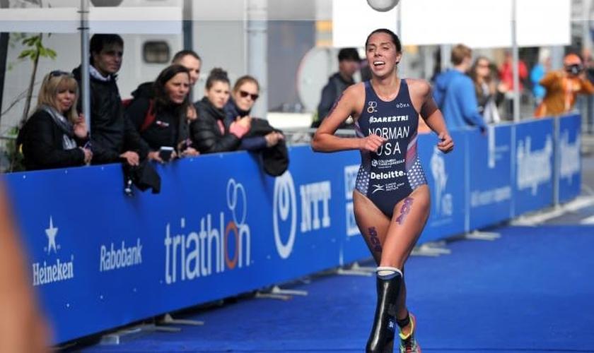 A americana Grace Norman é paratleta do triatlo feminino. (Foto: World Triathlon)