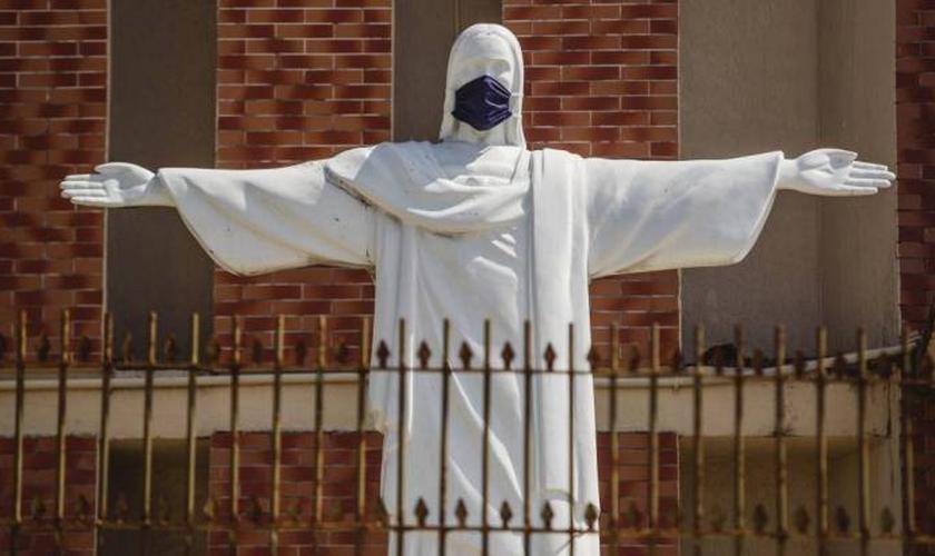 Símbolos cristãos, católicos e evangélicos, são frequentemente vilipendiados. (Foto: Aurelio Alves / O POVO)