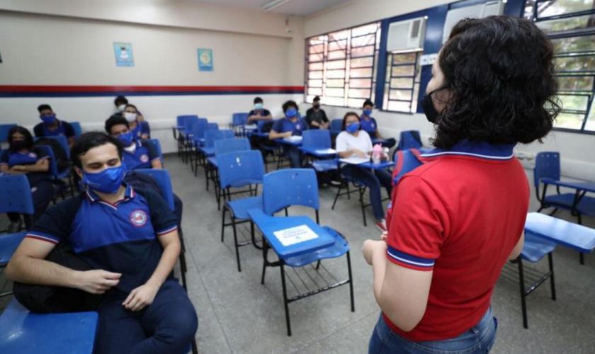 Alunos durante aula. (Foto: Reprodução / O Poder)