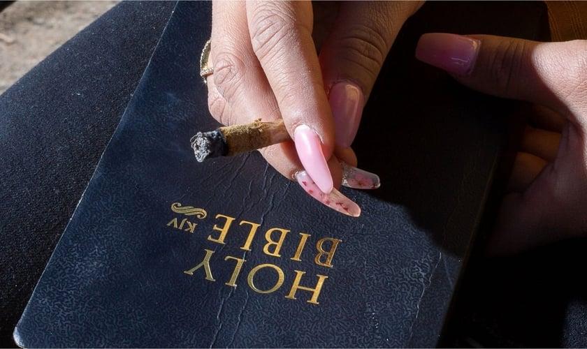 """""""Ficar chapado de maconha é anti-bíblico"""", diz teólogo e autor do livro """"Cannabis e o cristão: o que a Bíblia diz sobre a maconha"""". (Foto: Ilona Szwarc/The New York Times)"""