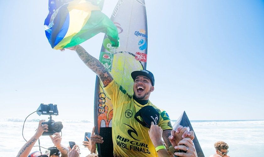 Gabriel Medina comemora o título em Lower Trestles. (Foto: Pat Nolan/World Surf League)