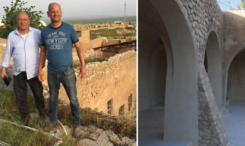 Yaacov Schaffer (à esq.) e Meir Ronen, em Alqosh, ao lado da tumba destruída; à direita, o patrimônio restaurado. (Foto: Reprodução / Yaacov Schaffer)