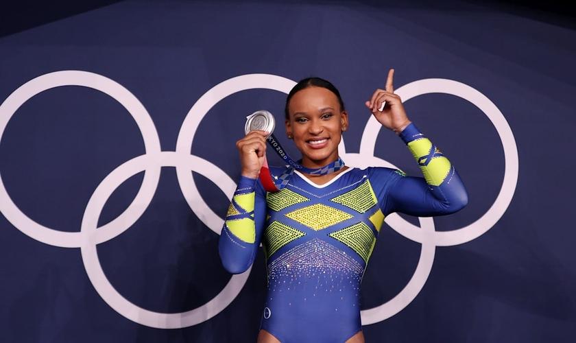 Rebeca Andrade levou prata e ouro para o Brasil nas Olimpíadas 2020. (Foto: Getty Images)