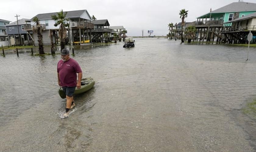 O furacão Nicholas atingiu a costa do Texas nesta terça-feira (14). (Foto: David J Phillip/AP).