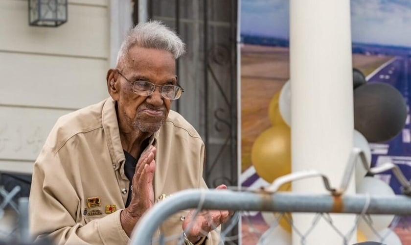 Lawrence Brooks em seu 112º aniversário. (Foto: Cortesia do Museu Nacional da Segunda Guerra Mundial)