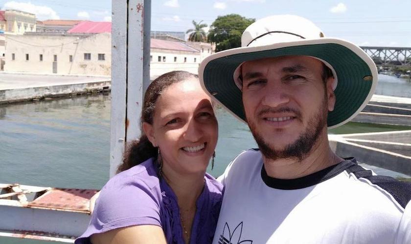 Pastor Yéremi Blanco e sua esposa Adelys Rodríguez. (Foto: Reprodução / Facebook)