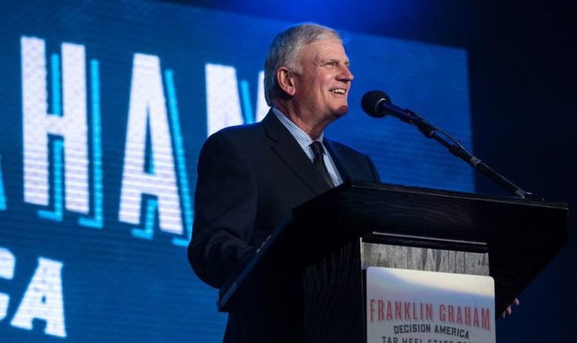 Franklin Graham durante pregação em Raleigh, na Carolina do Norte. (Foto: Billy Graham Evangelistic Association)