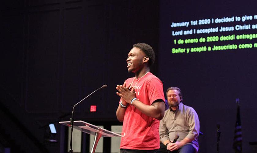 Hoje livre, Marvin compartilha seu testemunho e sua nova vida em Cristo. (Foto: Reprodução / Nazareno)