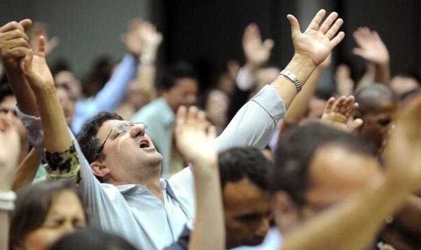 Culto em igreja evangélica. (Foto: Reprodução / AFP)