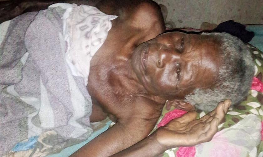 Após o ataque, a idosa recebeu atendimento médico por lesões nas costas, costela e tórax e ainda continua hospitalizada. (Foto: Morning Star News).