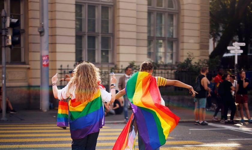 Parada gay em Zurich realizada neste mês. (Foto: Michael Buholzer/Associated Press)