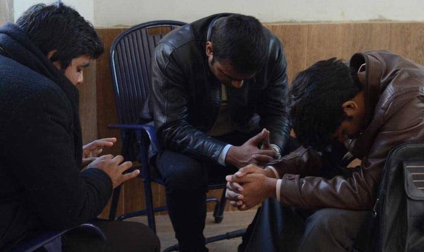 Imagem ilustrativa de cristãos indianos em oração. (Foto: Open Doors USA)