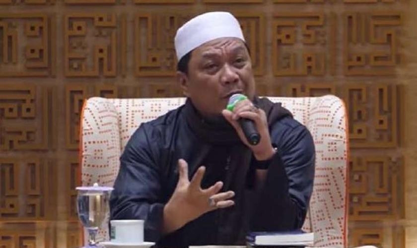 Muhammad Yahya Waloni é acusado de insultar o Cristianismo. (Foto: Reprodução / YouTube / UCA)