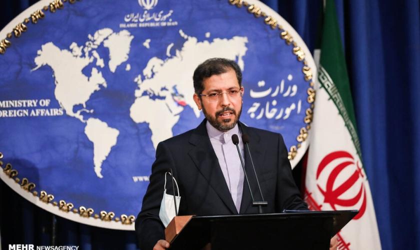 Porta-voz do Ministério das Relações Exteriores iraniano, Saeed Khatibzadeh. (Foto: Maryam Kamyab/Mehr News Agency)