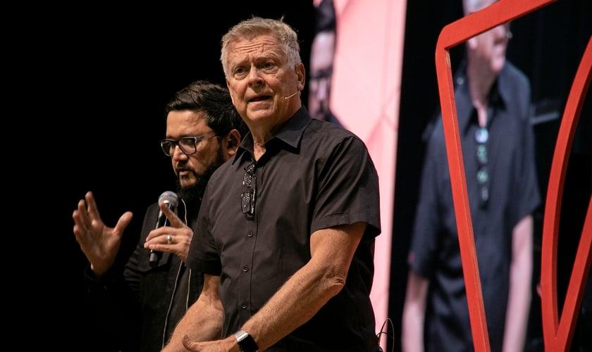 Randy Clark durante ministração na Voz dos Apóstolos 2021. (Foto: Marcos Paulo Correa/Guiame).