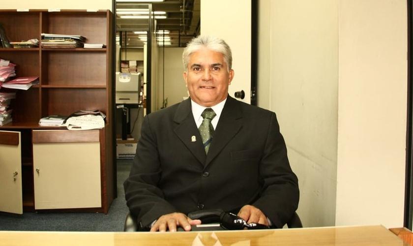 Lacir Moraes Ramos, de 63 anos, durante atendimento no fórum, na Capital. (Foto: Arquivo pessoal)