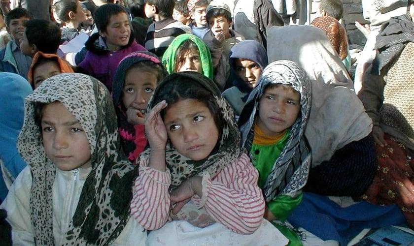 Crianças no Afeganistão. (Foto: Guy Lawson/USAID)
