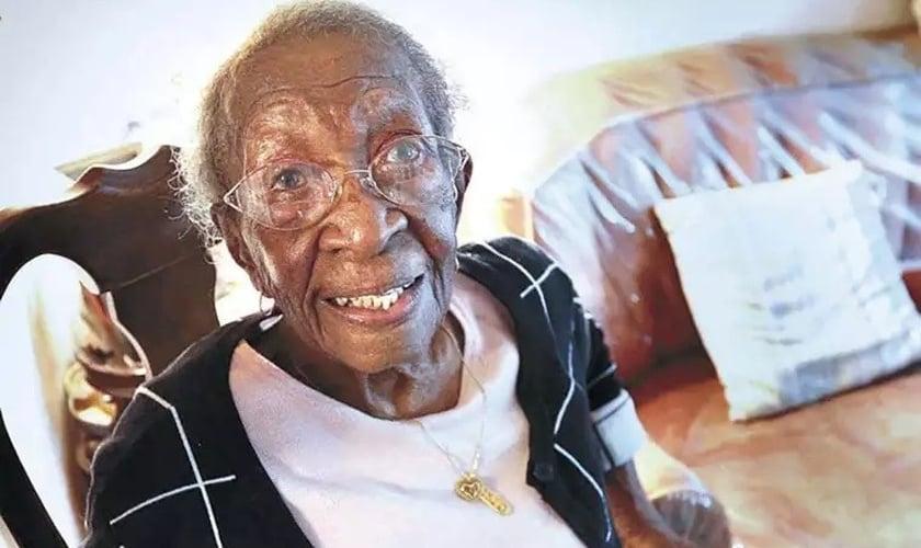 Viola Brown completou 110 anos em 4 de outubro de 2021. (Foto: Condado de Clark, Virgínia).