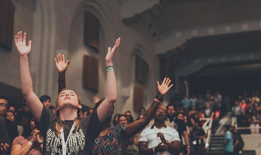 Estudo médico mostra como o cérebro reage à oração em línguas. (Foto: Reprodução/Life Teen International)
