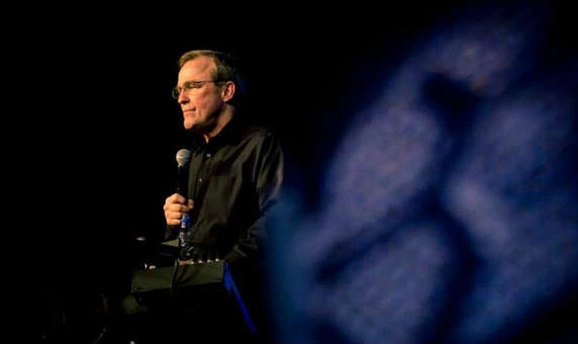 O pastor Mike Bickle afirma que falsos profetas nem sempre serão líderes religiosos. (Foto: Reprodução)