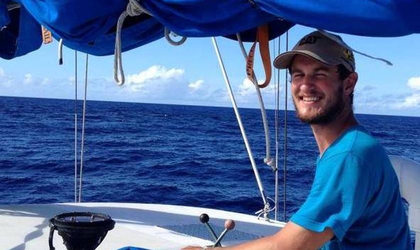 Aaron Bremner tem 24 anos, é integrante da tripulação do barco Hawaii Aloha e segue desaparecido