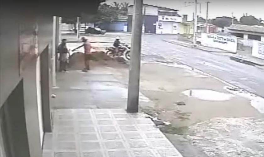 Os assaltos têm sido frequentes no bairro Jardins, em São Gonçalo do Amarante, na Região Metropolitana de Natal. (Foto: Câmeras de Vigilância/TV Ponta Negra)