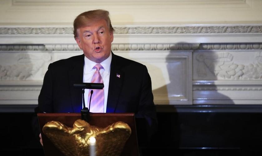 Presidente Donald Trump discursa no jantar do Dia Nacional de Oração na Casa Branca. (Foto: AP Photo/Manuel Balce Ceneta)