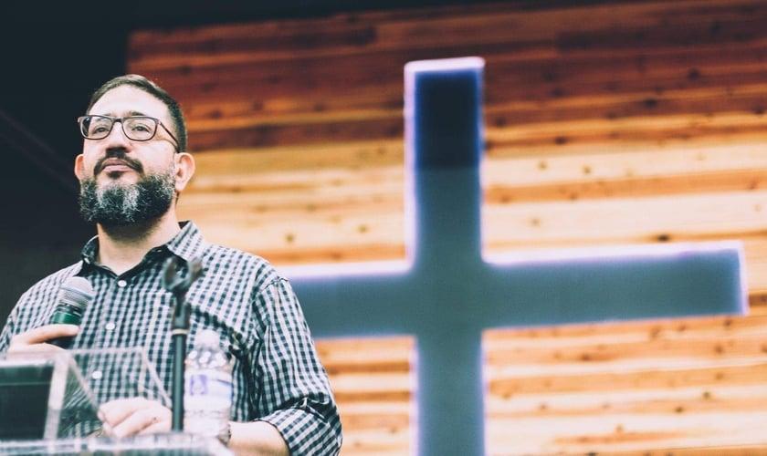 Pastor Luciano Subirá em conferência na Igreja Apostólica Restaurando Nações, no Japão. (Foto: IARN Japan)