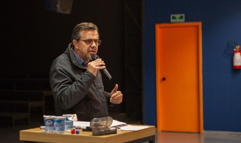 Psicanalista Eduardo Silva em palestra na Igreja Batista de Água Branca, em São Paulo. (Foto: IBAB Educação)