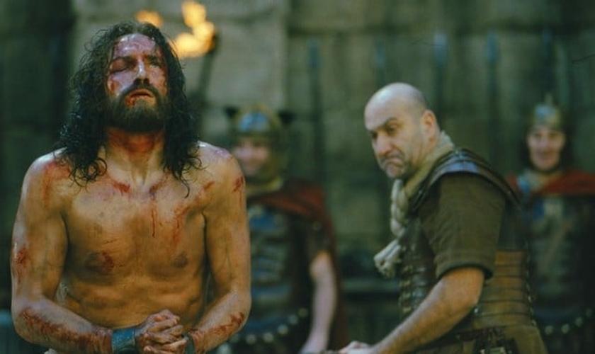 Cena do filme A Paixão de Cristo (2004), dirigido por Mel Gibson. (Foto: Reprodução)