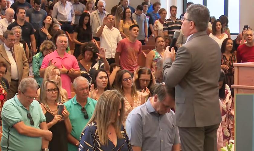 O presidente Jair Bolsonaro participou de culto e recebeu uma oração. (Foto: Igreja Memorial Batista de Brasília)
