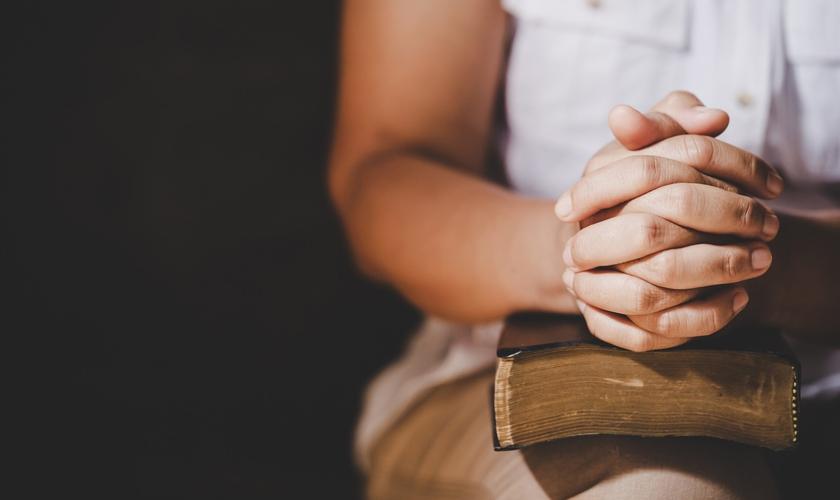 Imagem ilustrativa. Estudo diz que campanhas na internet não levam pessoas a orar. (Foto: Dreamstime)