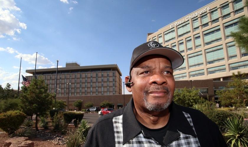 Pastor Michael Grady no Centro Médico Universitário de El Paso. (Foto: Rudy Gutierrez/For The Times)