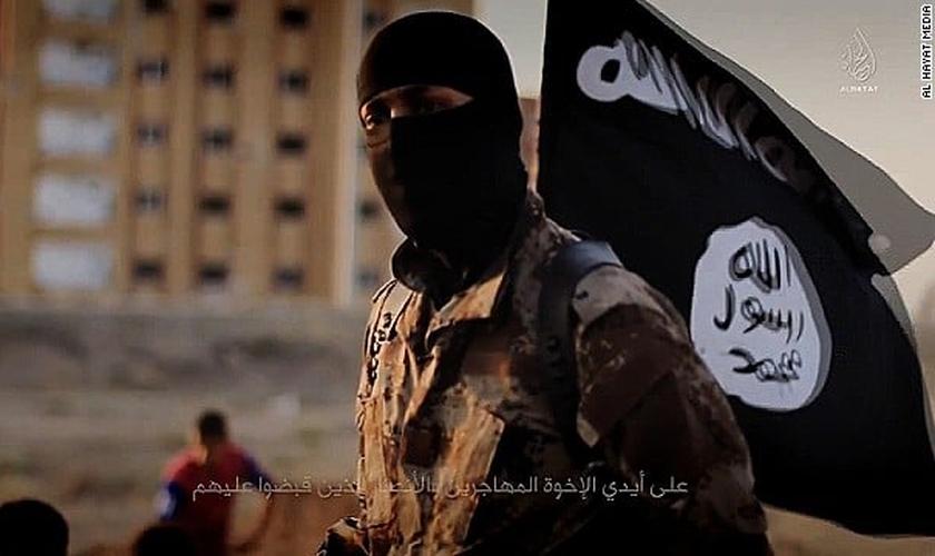 Chegando na igreja do pastor Thomas, a fim de cumprir uma missão dada pelo grupo terrorista, Mohammed entrou em conflitos internos. (Foto: Reprodução)