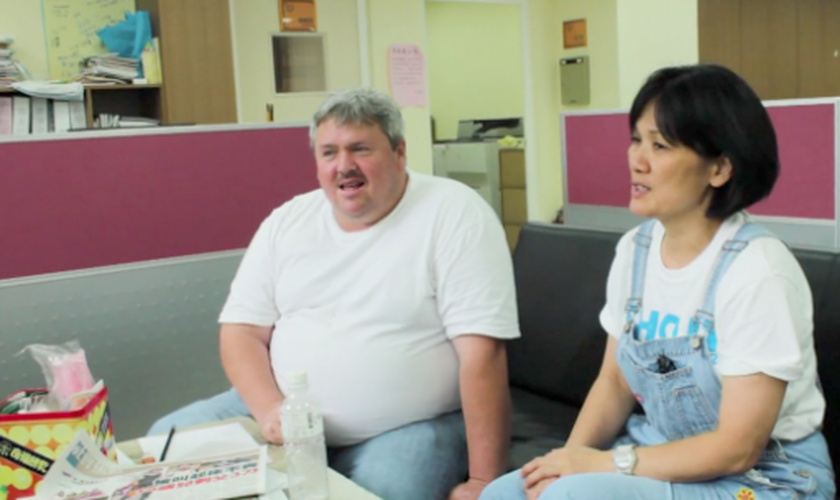 Richard e sua esposa, Jesse, se mudaram para Taiwan após sua primeira viagem. (Foto: Reprodução/CBN News)