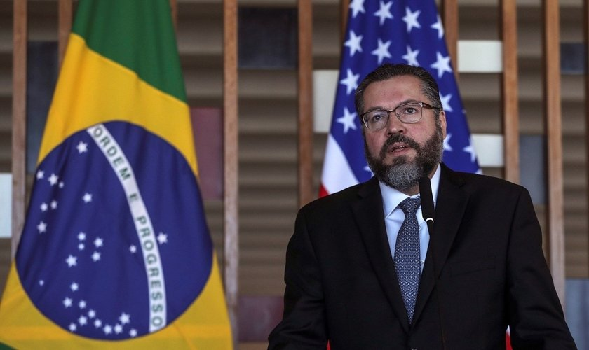 Ministro das Relações Exteriores, Ernesto Araújo, destaca aproximação com EUA e Israel. (Foto: EFE/Antonio Lacerda)