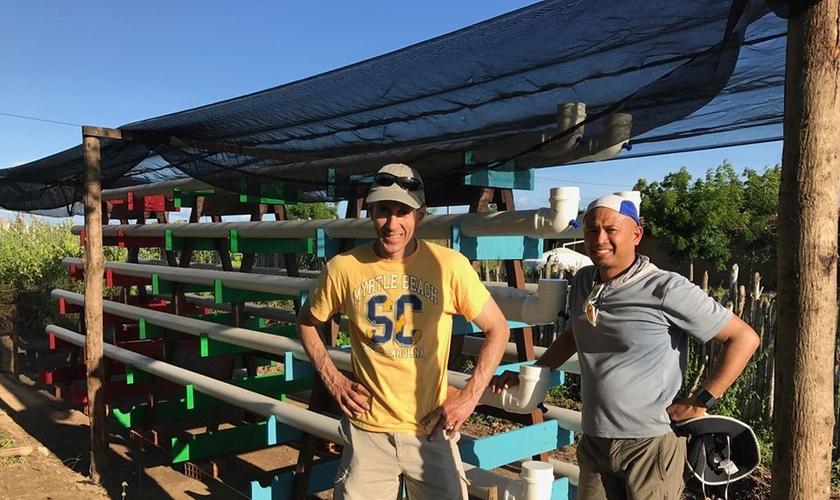 Kirk Olds (à esquerda) e Ron Sanchez (à direita) em ação do Poço de Jacó no Rio Grande do Norte. (Foto: Jacob's Well)