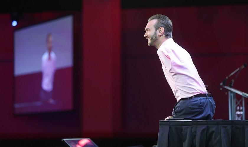 Nick Vujicic durante palestra no evento Pendulum Summit, em Dublin, na Irlanda. (Foto: Conor McCabe)
