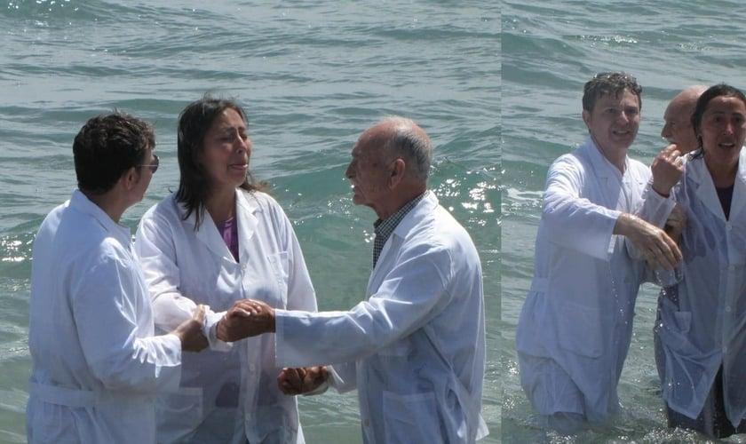 Enza Tomaselli foi curada da cegueira durante seu batismo na praia de Catânia. (Foto: Reprodução)