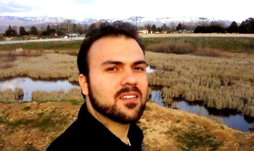 Saeed Abedini nasceu no Irã, mas se naturalizou norte-americano.  O pastor está preso há dois anos e meio, sendo mantido longe de sua esposa e seus dois filhos pequenos.