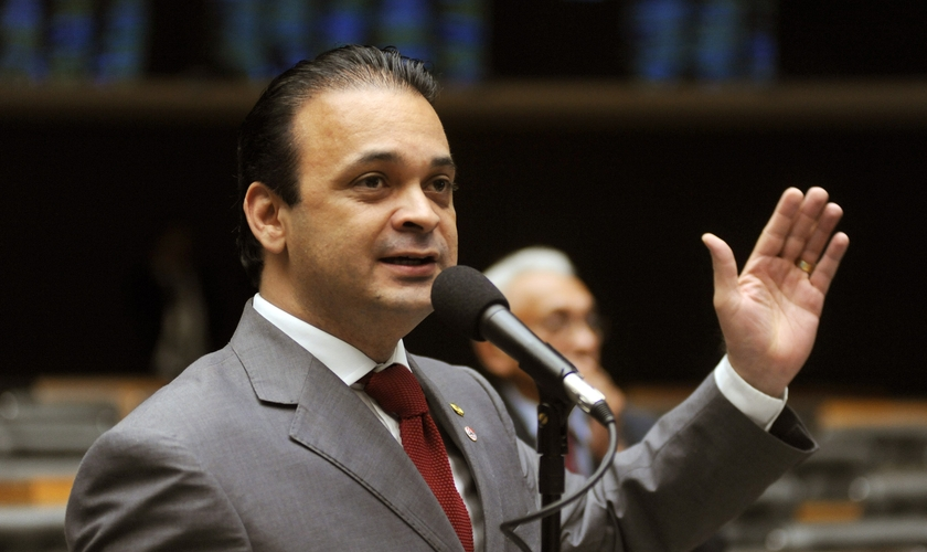 A atuação de Roberto de Lucena (PV-SP), secretário de Turismo do Estado de São Paulo, tem se estendido não apenas dentro do setor paulista, mas também à Brasília.