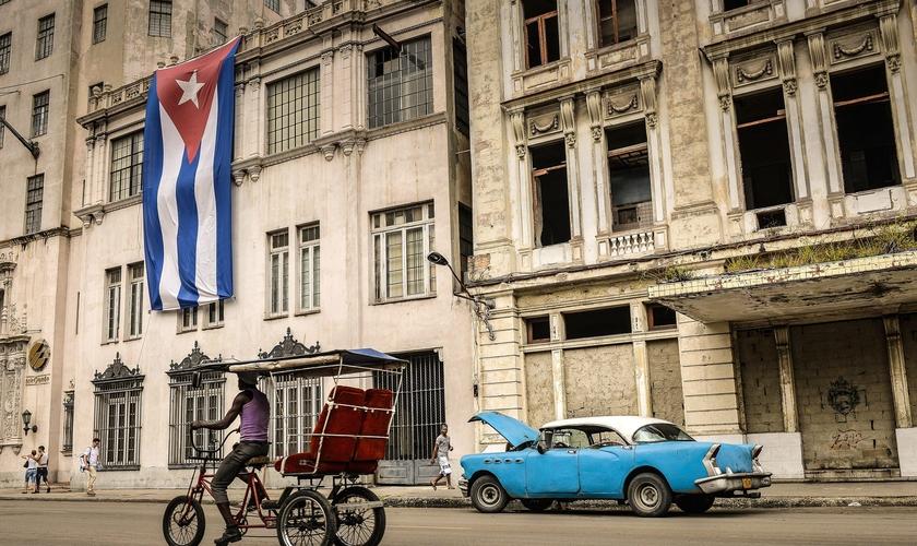 Mesmo sob o regime comunista de seu governo, Cuba se abre para o cristianismo. (Foto: NBC)