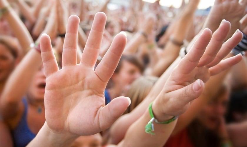 O estudo demonstra o aumento da massa evangélica de 26,2 milhões em 2000 para 42 milhões em 2010. (Foto: Accepting Evangelicals)
