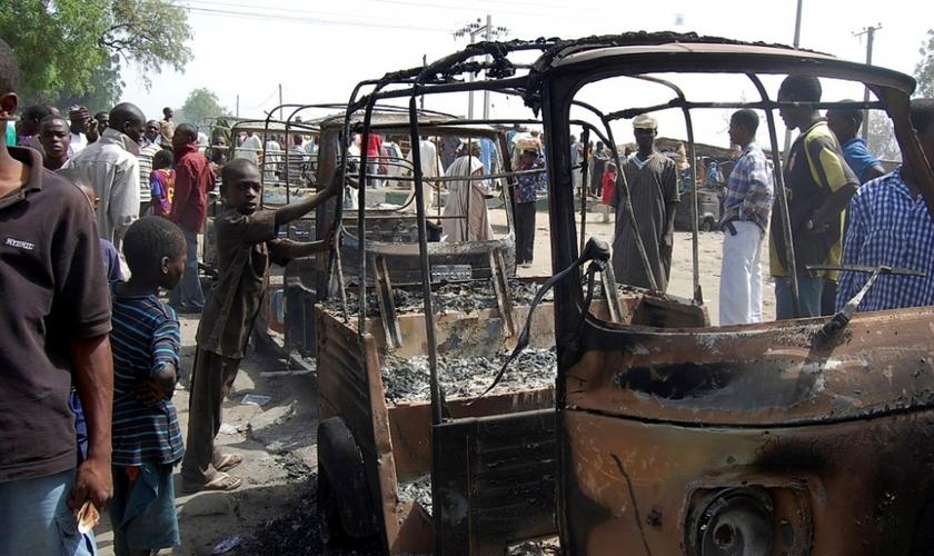 Casas e outros edifícios também foram atingidos no ataque, que matou um total de 23 pessoas.