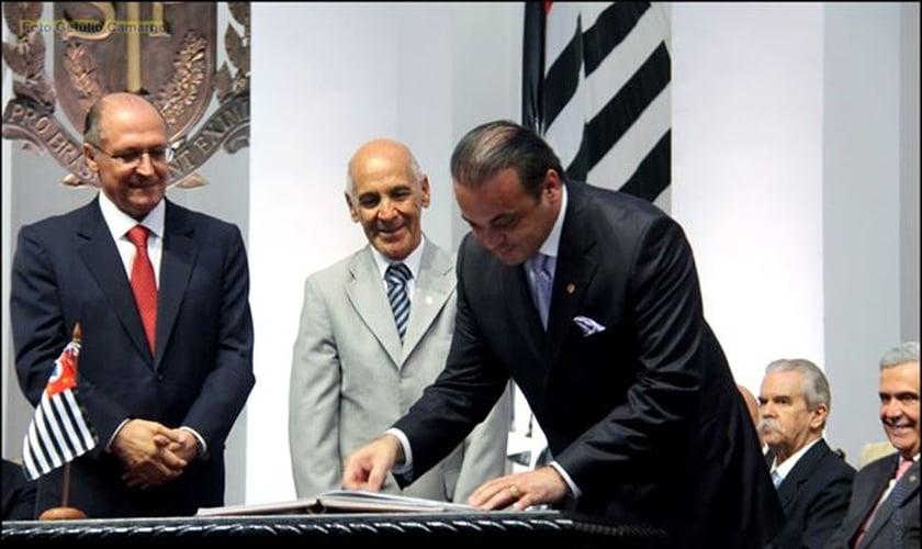 Em sessão solene, Roberto de Lucena assume pasta de Turismo em SP