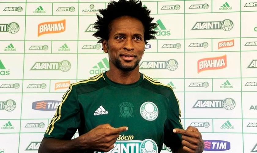 Zé Roberto em entrevista coletiva em apresentação ao Palmeiras