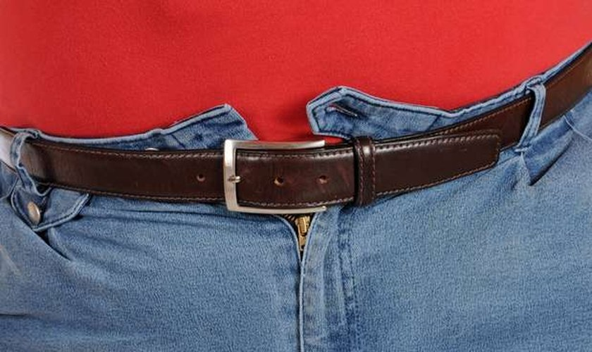 5c9c9129b Vestir roupas apertadas podem causar azia e outros sintomas que ...