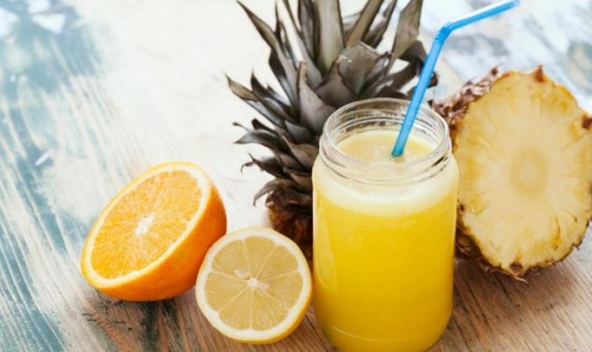 Refresco de laranja e abacaxi