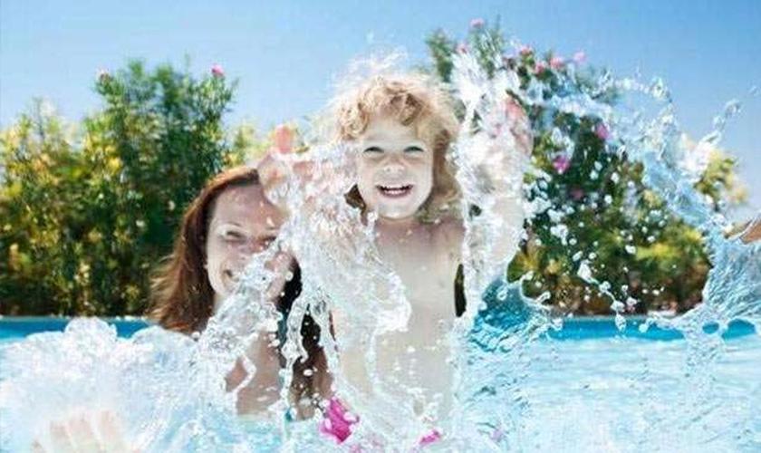cuidados com crianças na piscina