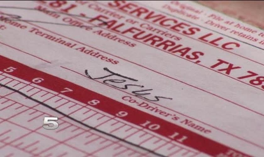 Livro de registros do motorista de caminhão Ramiro Olivarez, demitido por colocar Jesus como seu co-piloto. (Krgv-TV)